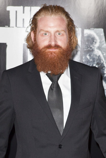 How tall is Kristofer Hivju