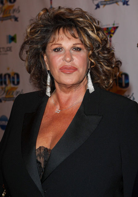 How tall is Lainie Kazan