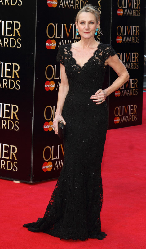 How tall is Lesley Sharp