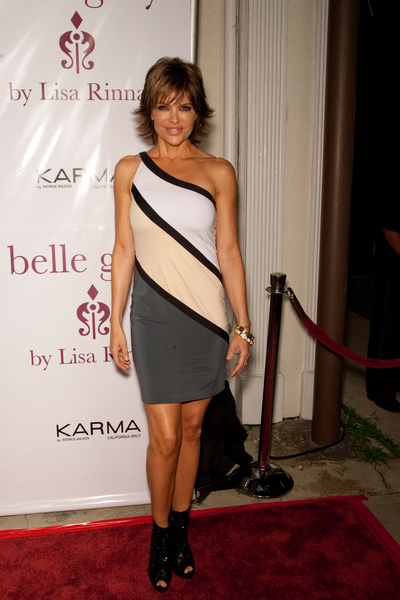 How tall is Lisa Rinna