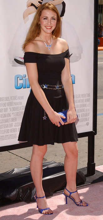 How tall is Madeline Zima