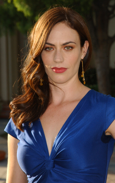How tall is Maggie Siff