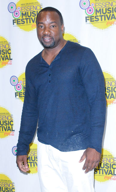 How tall is Malik Yoba