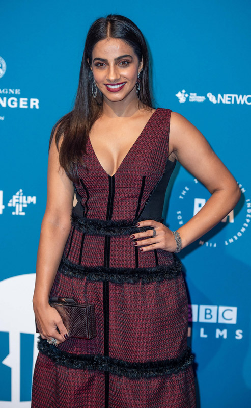 How tall is Mandip Gill