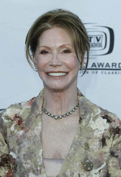 How tall is Mary Tyler Moore