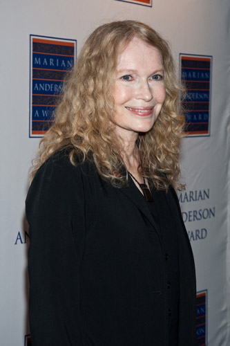 How tall is Mia Farrow
