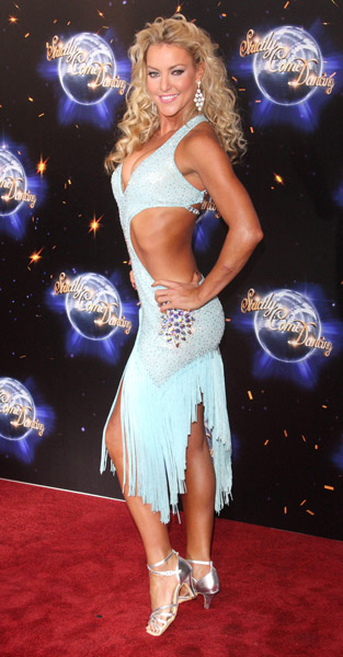 How tall is Natalie Lowe