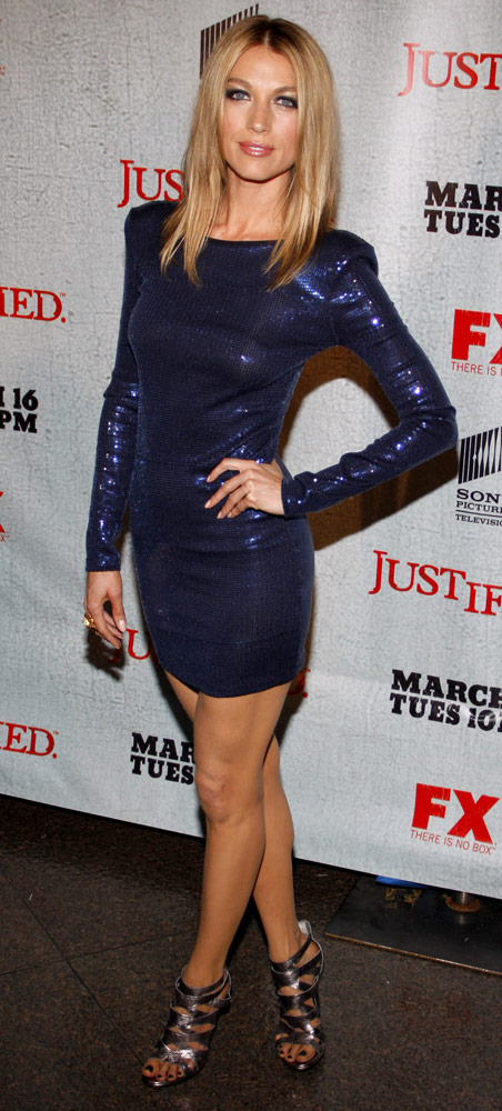 How tall is Natalie Zea