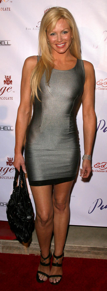 How tall is Nikki Ziering