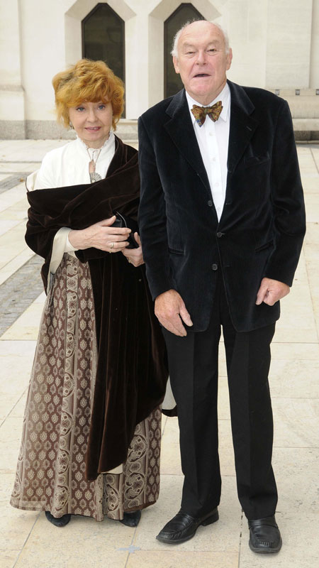 How tall is Prunella Scales