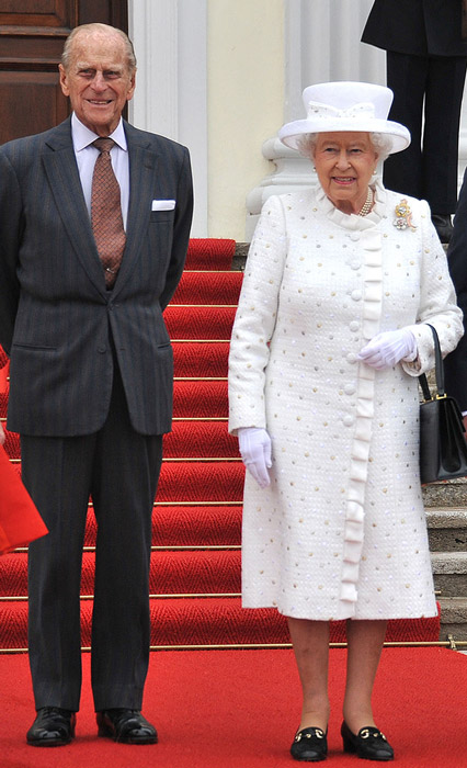 How tall is Queen Elizabeth