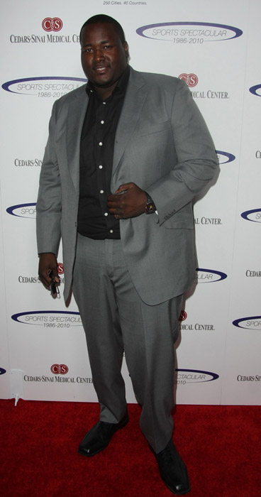 How tall is Quinton Aaron