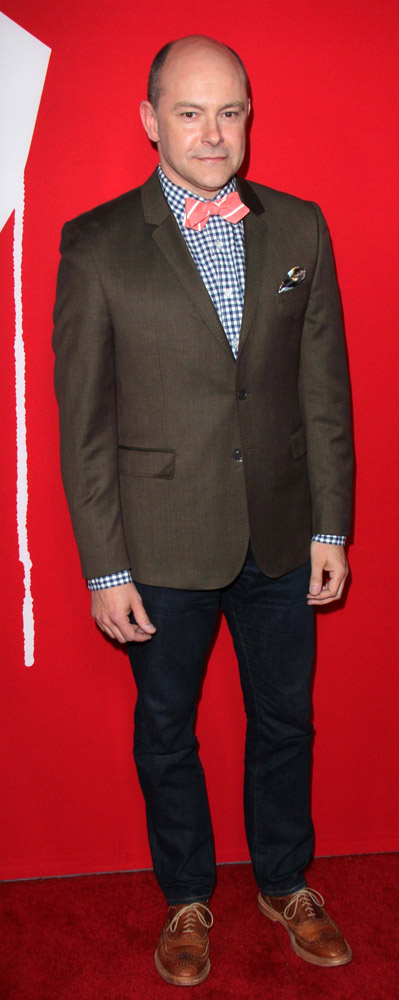 How tall is Rob Corddry