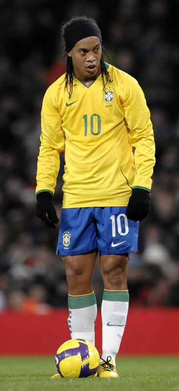 How tall is Ronaldinho