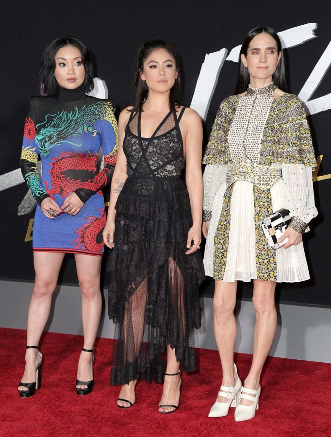 How tall is Rosa Salazar