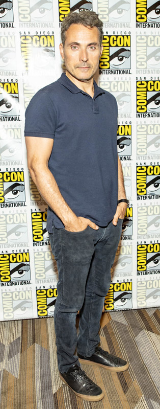 How tall is Rufus Sewell