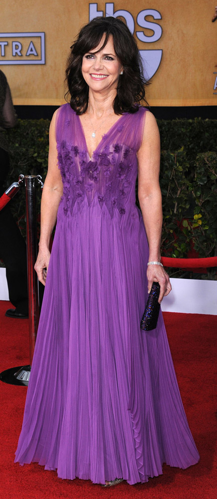 How tall is Sally Field