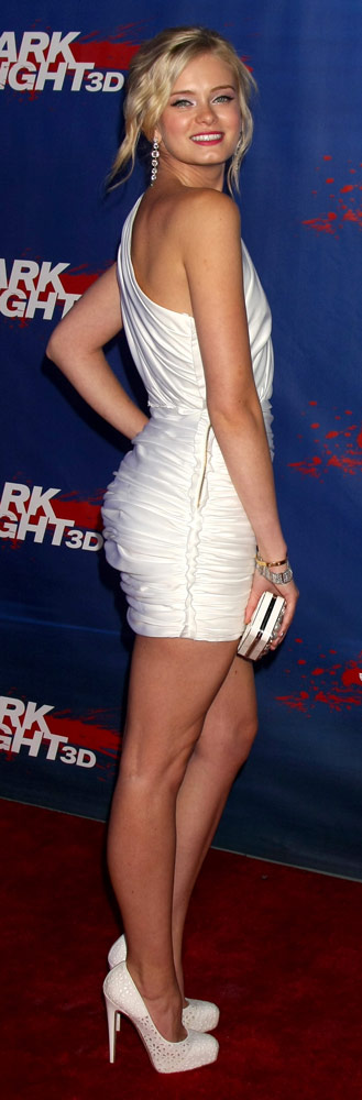 How tall is Sara Paxton