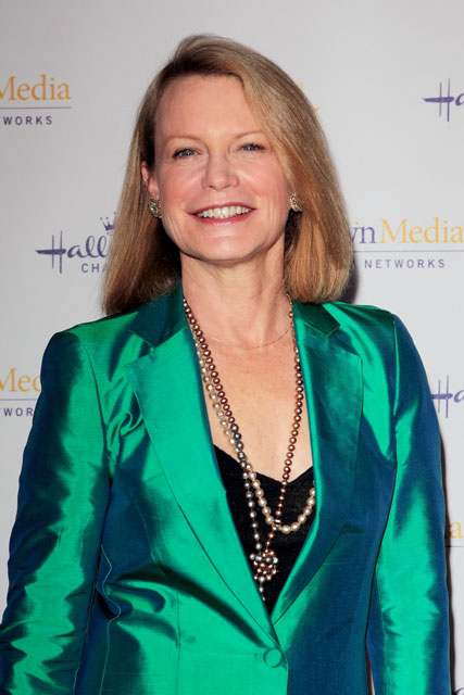 How tall is Shelley Hack