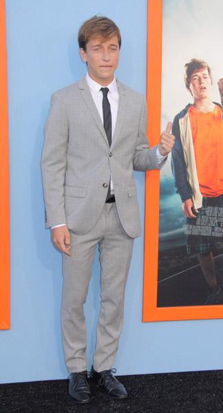 How tall is Skyler Gisondo
