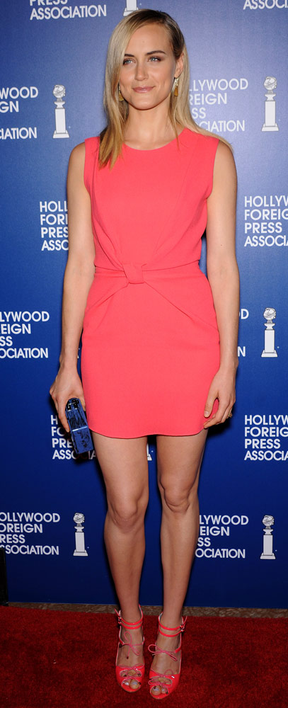 How tall is Taylor Schilling