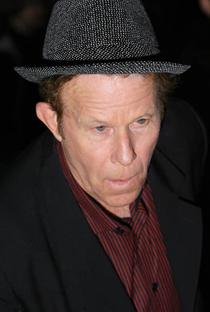 How tall is Tom Waits