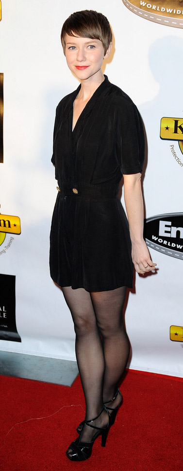 How tall is Valorie Curry