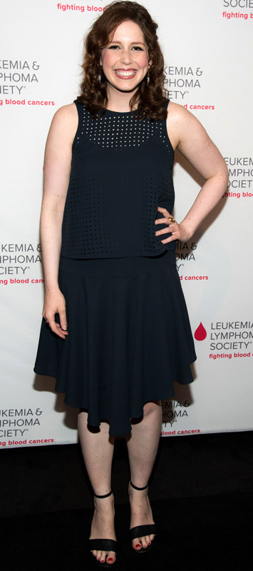 How tall is Vanessa Bayer