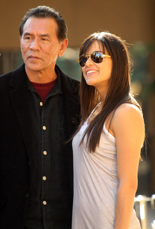 How tall is Wes Studi